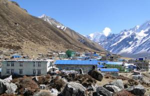 36 JP Kyanjin Gompa 3730m et Dorje Himal