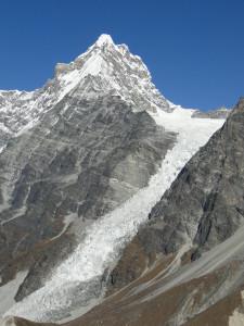 54 JP Le Kimshung 6745m et son glacier