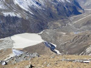 60 JP Vue d'ensemble sur la montée depuis le sommet du Tsergo Ri