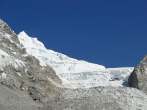 76 JP sommet du Kimshung 6745m et son glacier